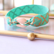 Handmade jewellery: Summery bracelets with cowrie shells and elastic ribbon ♡ DIY