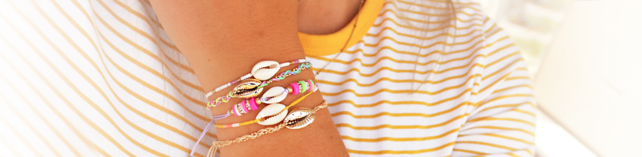Shop now! Trendy bracelets and ankle bracelets with cowrie shells