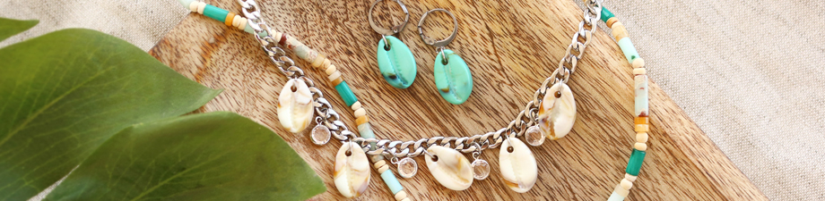 New season trend: resin cowrie shell beads